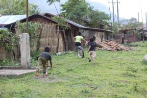 Children running away from us!